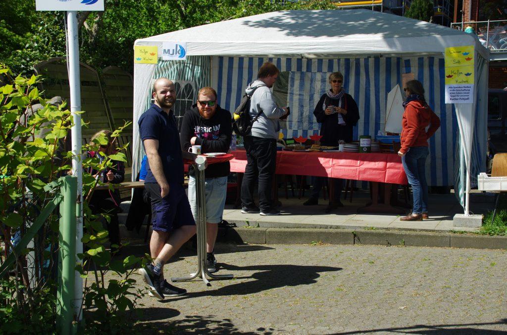 Warten auf die Gäste: Der Pavillon mit einer großen Kuchen-Auswahl.